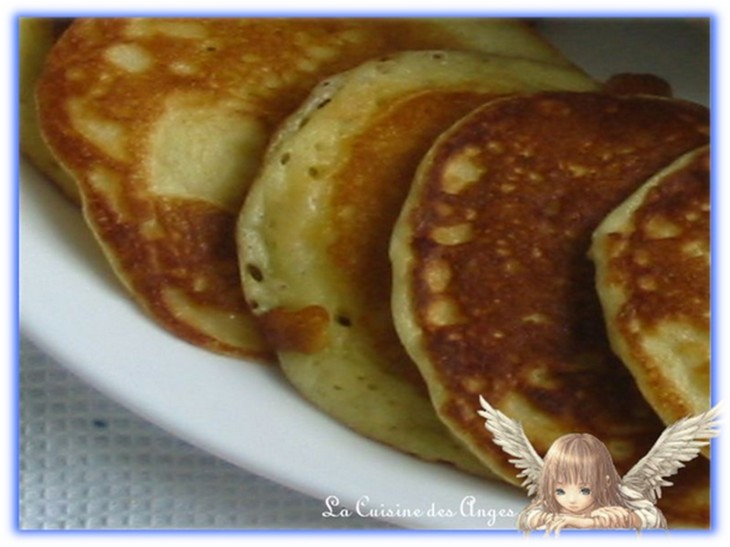 Dessert, recette de petites crèpes épaisses, pancakes, blinis