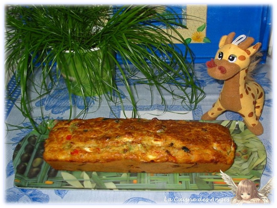 recette de Cake aux Poivrons, Thon, Féta et Olives Noires