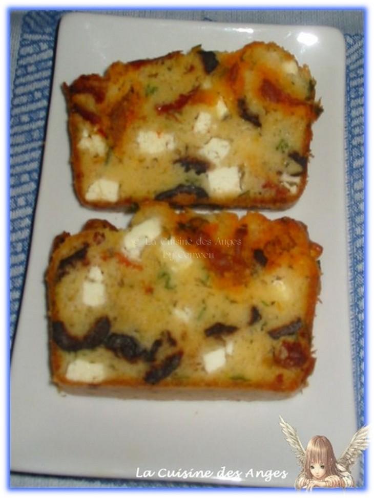 recette de Cake aux Tomates Séchées, Féta, Chorizo, Basilic et Olives Noires