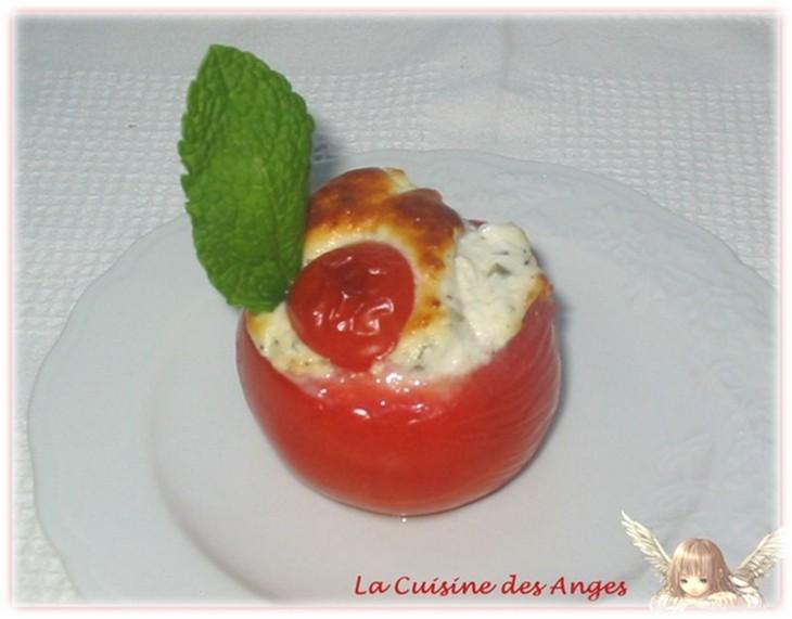 Tomate farcie au fromage de  chèvre frais et aux herbes cuite au four