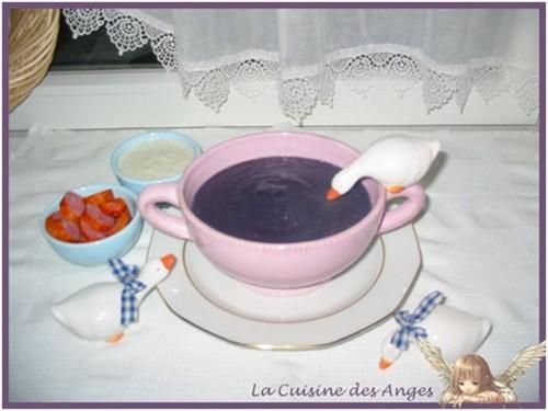 recette de velouté ou soupe à base de chou rouge, de pommes de terre et de crème fraiche