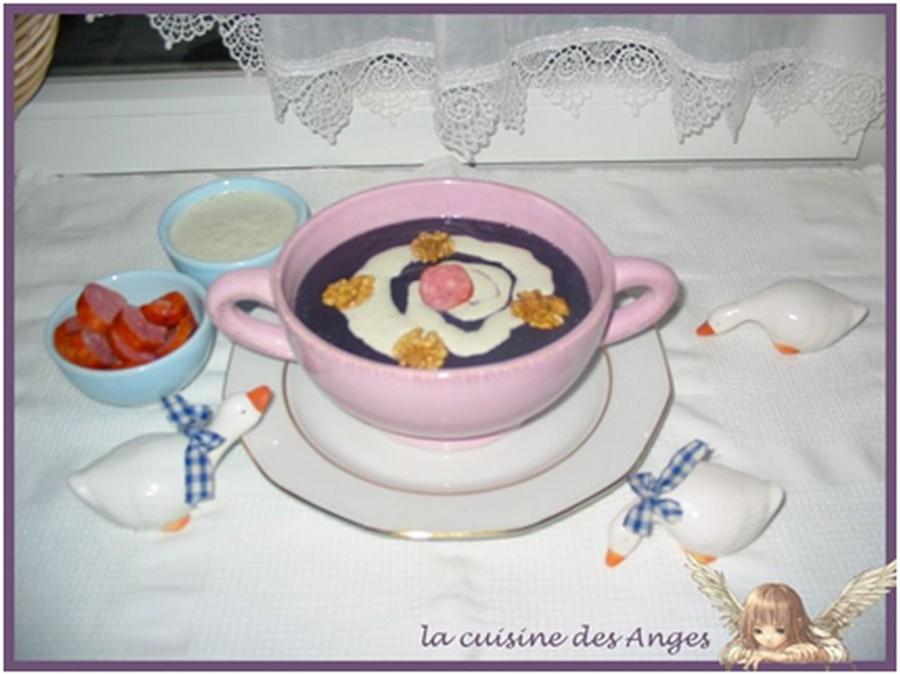 recette de soupe, velouté au chou rouge et à la crème fraiche