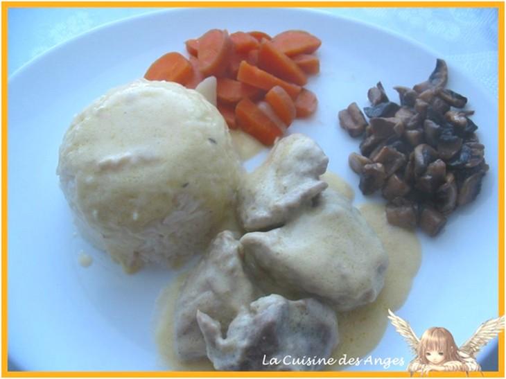 Recette de cuisine traditionnelle, veau mijoté, sauce à la crème fraiche, champignons et carottes