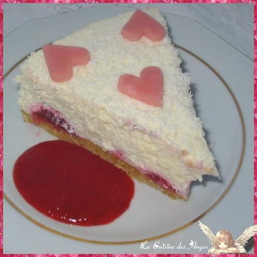 Recette cheesecake au chocolat blanc, fraises et noix de coco, sans cuisson. Cuisiner vec un petit budget