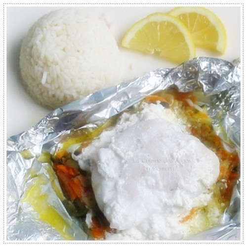 Recette de poisson blancen papilotte  avec des petits légumes et une sauce au fromage de chèvre