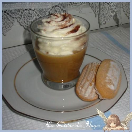 recette de Panna Cota à base de Café et de Chicorée, avec une crème chantilly