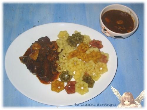 Recette régionale traditionnelle de Bœuf Bourguignon à base de viande de boeuf, vin rouge et champignons