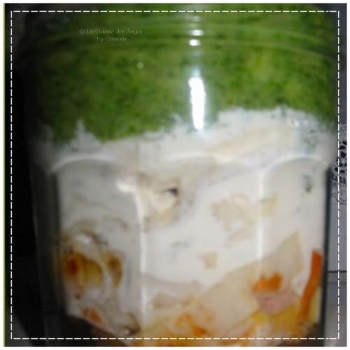 Recette de poisson et de surimi, champignons frais et brocolis cuisinés en gratin et présenté dans un petit bocal