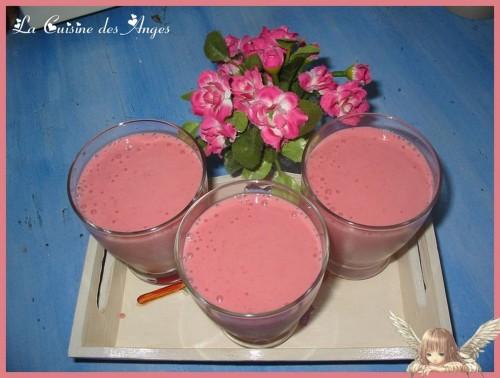 recette de   Smoothie Fraises, Bananes, Vanille et lait de Noix de Coco