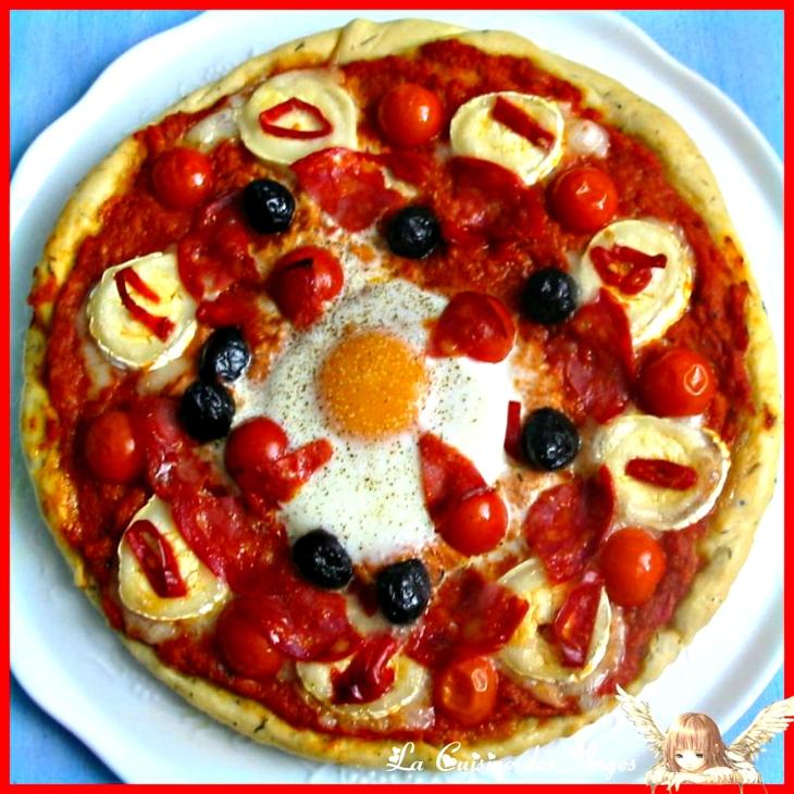 Recette économique de tarte salée à base de tomates, garnie de fromage de chèvre et d'olives noires