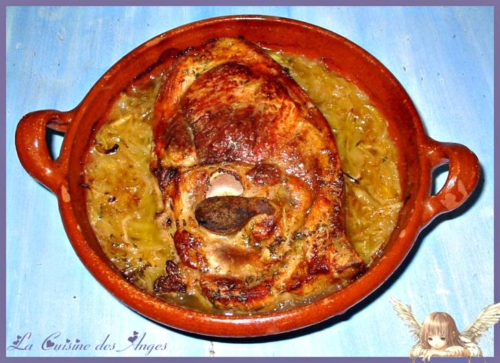 rouelle de porc ou jambon cuit dans du cidre avec des oignons, recette économique de plat de viande