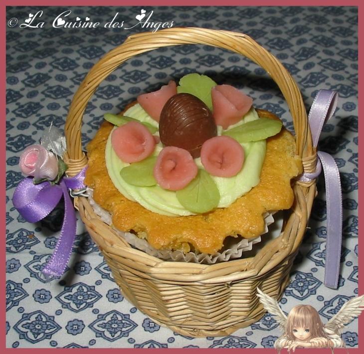 Recette de cupcakes pour pâques vanille et chocolat décor de fleurs roses en pâte d'amandes