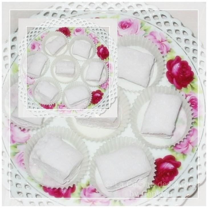 Recette de confiserie à base de sucre glace, de gélatine et de blancs d'oeufs, parfumée à la rose, recette de guimauve, recette de chamallows