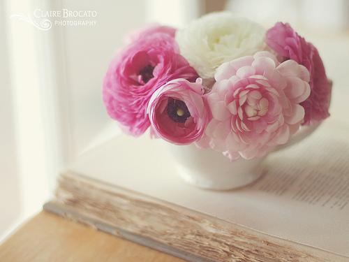 Petit bouquet rose et livre