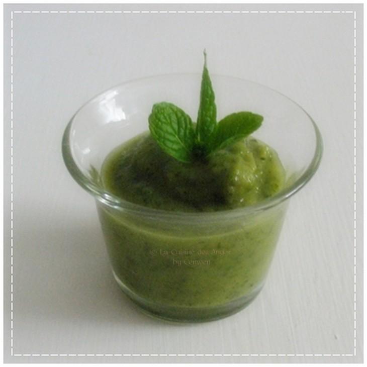 recette de sauce à base de courgettes, bouillon de volaille et de menthe