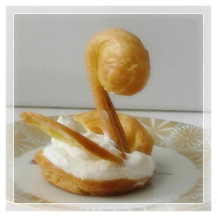 Recette de pâte à choux, recette de cygnes en pâte à choux garnis de crème fouettée en Chantilly