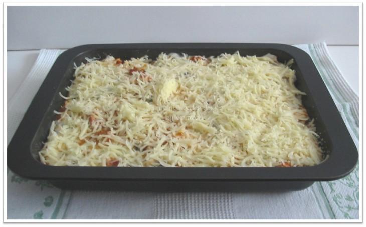 Recette de lasagnes faites maison, à base de saucisses de toulouse, sauce tomates et sauce béchamel aux cahmpignons