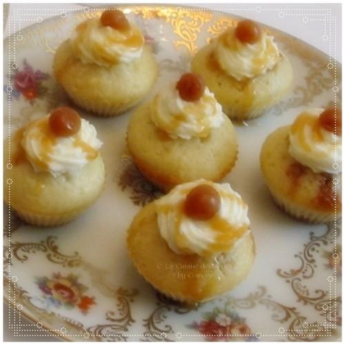 Recette de mini  muffins en forme de cœur, fourrés avec des mini carambars, crème de caramel au beurre salé et perles de caramel au beurre salé