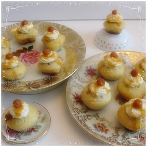 Recette de min i muffins en forme de coeur, fourrés avec des mini carambars, crème de caramel au beurre salé et perles de caramel au beurre salé
