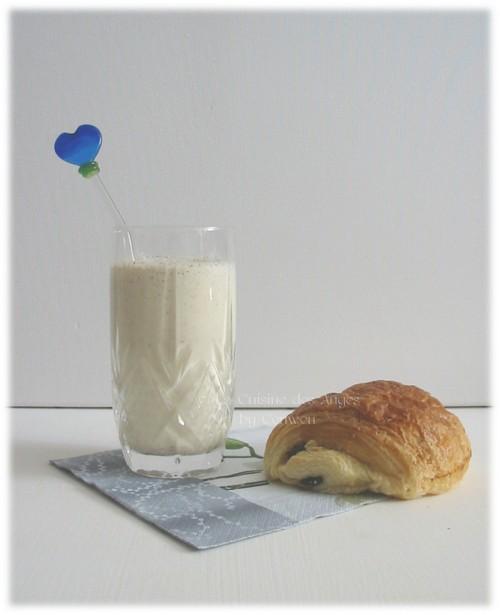 recette de smoothie à base de lait, flocons d'avoine, amandes, pommes et kiwi