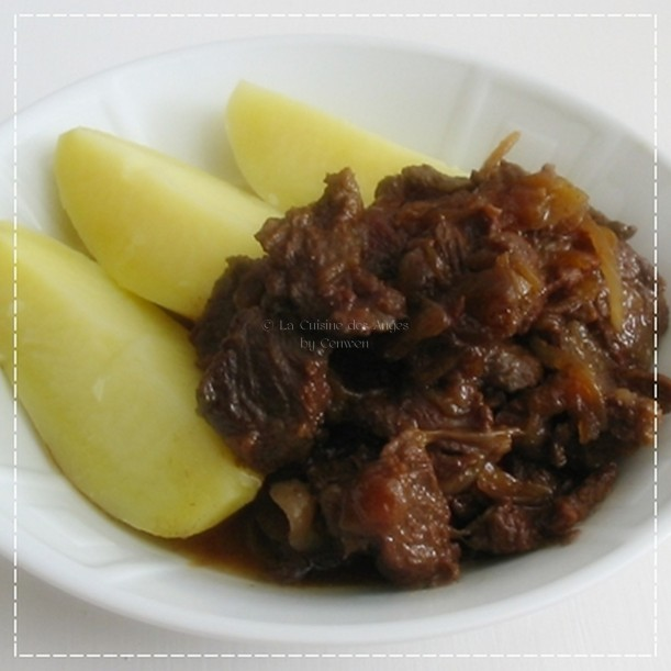 Recette de viande, recette de carbonnade flammande, plat de viande de boeuf mijotée à la bière brune,