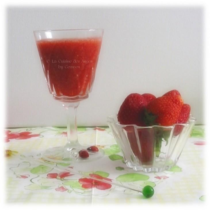Soupe de fraises à  l'Hibiscus et aux Épices, fraises, hibiscus, gingembre, épices. Soupe de Pétale d'Iboga recette de Guild Wars