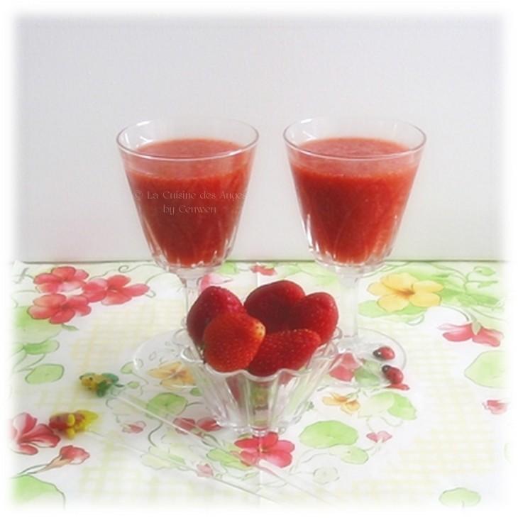 Soupe de fraises à l'Hibiscus et aux Épices - Guild Wars : Soupe de Pétales d'Iboga, fraises, épices, gingembre, hibiscus