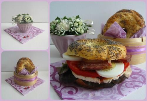 Recette de bagels, petit pain américain en forme d'anneau garni de poulet, tomate, salafe, lard, oeuf et mayonnaise