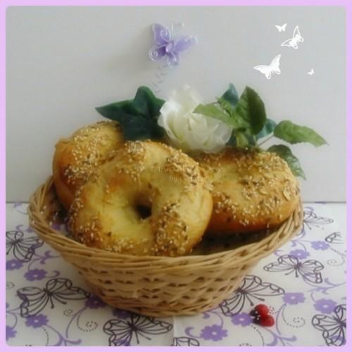 Recette de bagels, version simplifiée des petits pains ronds américains avec un trou au centre,