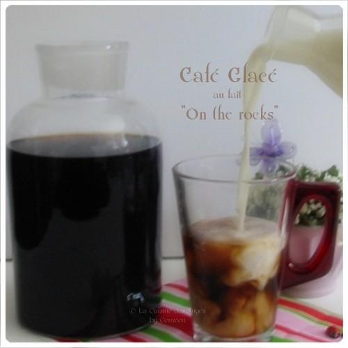 Recette de café glacé, infusé à froid, servi sur des glaçons avec du lait