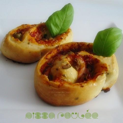 recette de pizza roulée à la tomate, courgette, mozarrella, lardons, oignons, olives et thym
