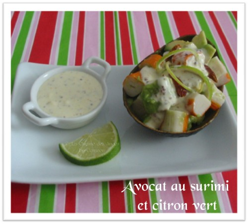 Recette d'entrée froide Avocat et surimi au citron vert et piment, sauce crème, moutarde à l'ancienne
