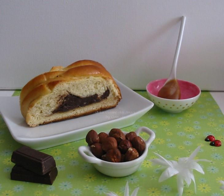 Recette de Brioche tressée et fouréeà la crème de caramel au beurre salé, chocolat et noisettes