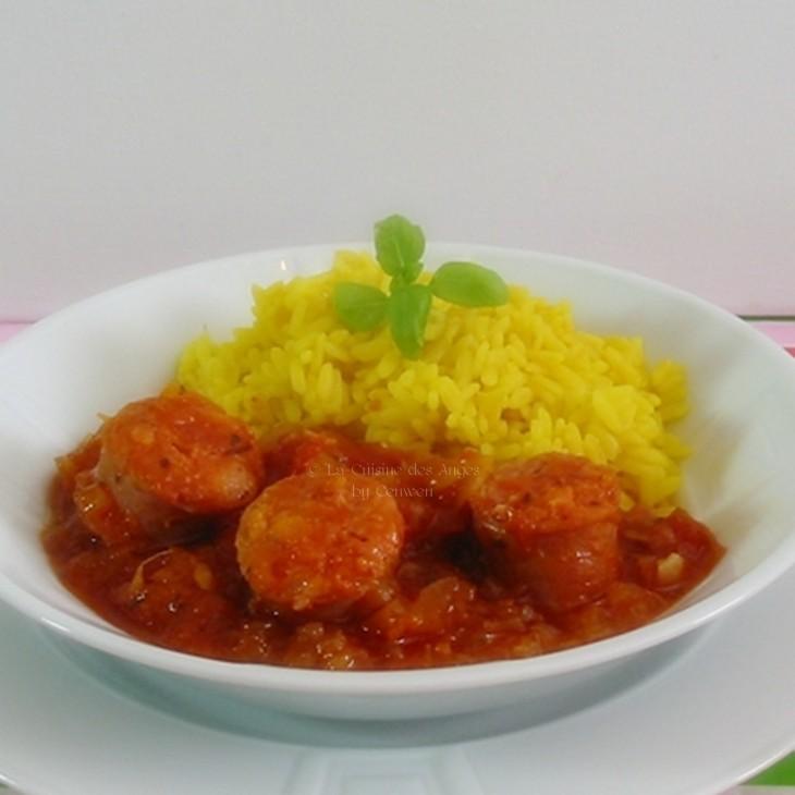 Recette de plat, Antilles ou Réunion, rougail de saucisses, sauce tomates à l'ail, piment et gingembre, saucisses