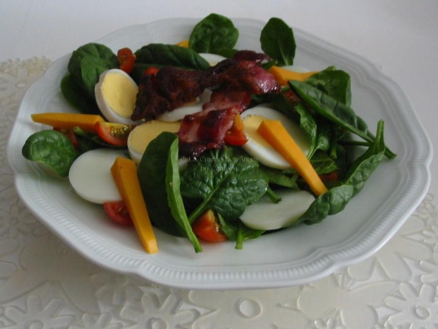 recette Index Glycémique Bas, Salade d'épinards crus avec de la mimolette, des oeufs durs, du lard et des tomates cerises