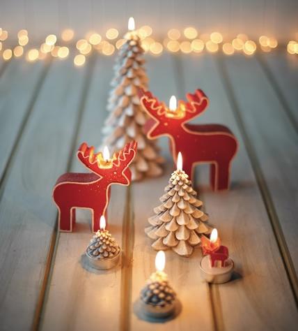 petites bougies en forme de sapin et de rennes pour Noël