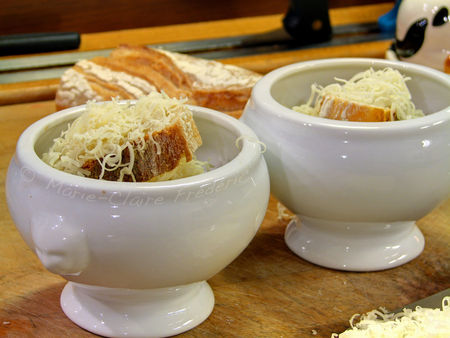 Préparer Noël et Nouvel An avec un petit budget, soupe gratinée à l'oignon