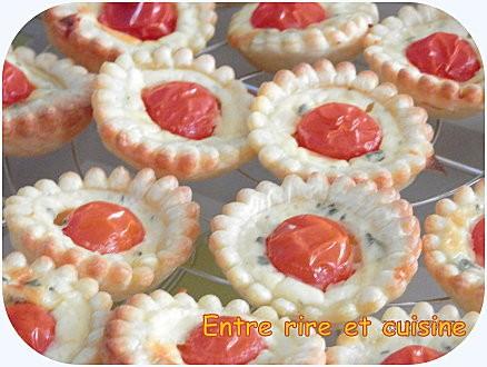 Préparer Noël et Nouvel An avec un petit budget, Mini-tartelettes tomate cerise, feta et basilic