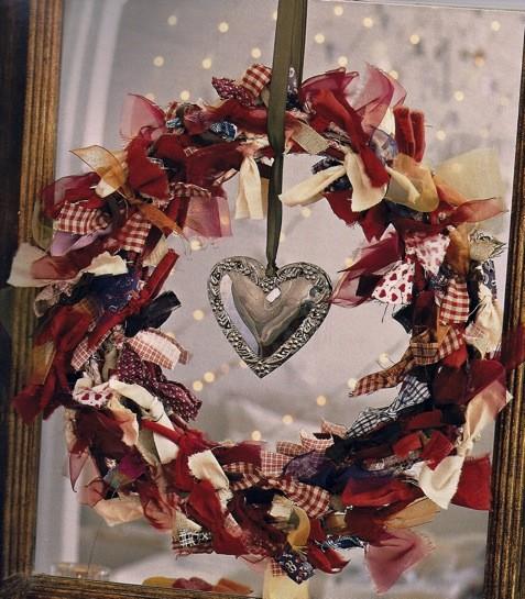 couronne de Noël avec un coeur en cristal source inconnue via tumblr