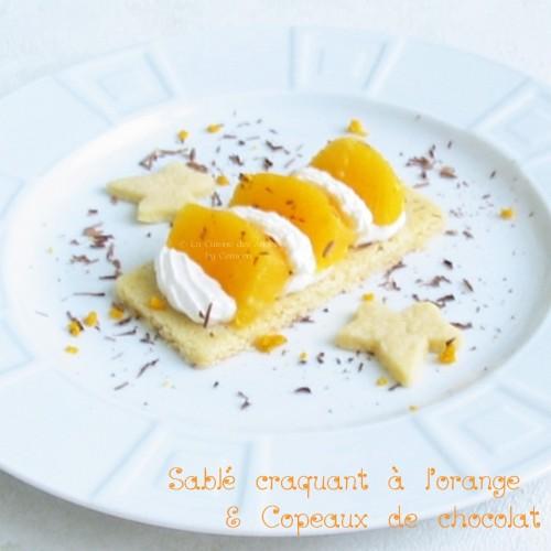 recette de dessert sur une base de sablés maison avec des quartiers d''orange, de la crème Chantilly et du chocolat noir