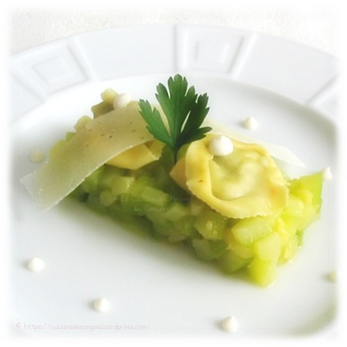recette de courgettes sautées au beurre, avec une sauce ricotta et parmesan et des raviolis/tortellinis au pesto