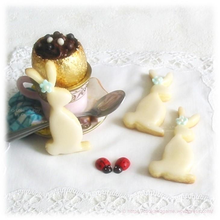 Mousse au chocolat légère et fondante, petits biscuits sablés en forme de lapins