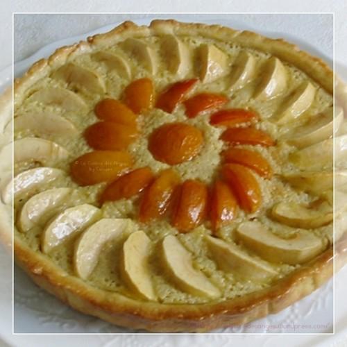 recette de tarte maison sur pâte sucrée à la poudre d'amandes, crème aux amandes, pommes et abricots