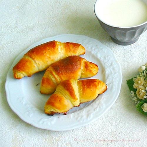recette de viennoiserie, croissants faits maison avec une technique simplifiée