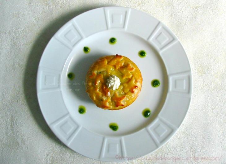 Tourte aux pommes de terre et au jambon, ail persil et crème fraiche dans une pâte feuilletée