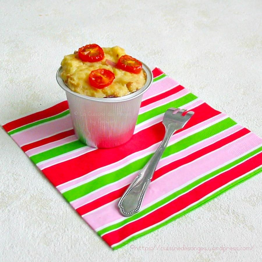 Gâteau de Pain Rassis en version salée avec du jambon, du gruyère et des tomates cersises