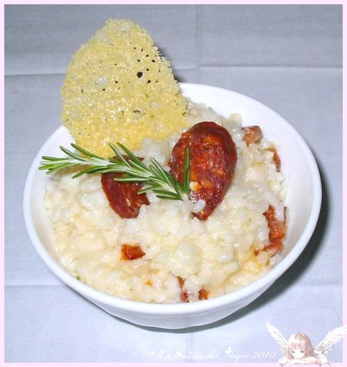 Recette économique de risotto au chorizo, avec du parmesan et de la crème, tuile de parmesan et romarin
