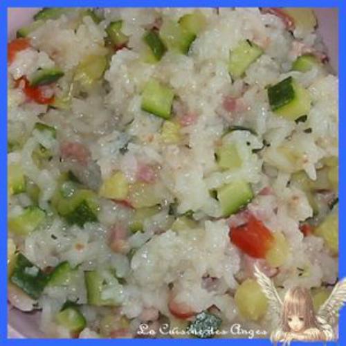 recette économique de riz et de légumes, courgettes et tomates cuisinés à l'aide d'un rice cooker