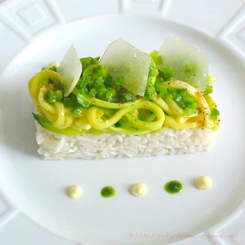 Recette économique de courgettes sautées au beurre et assaisonnées de noix de muscade avec une crème au parmesan