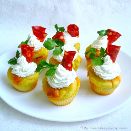 Recette économique et facile de muffins au chorzo avec un toping au fromage frais comme des cupcakes mais salés